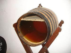 Sherry barrel with transparent front to demonstrate the natural development of flor - Photo by El Pantera via Wikimedia Commons